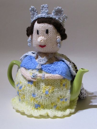 queen-teacosy_medium2