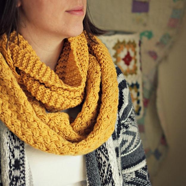 Freebie Yellow Brick Cold Knit O Matic Yarns